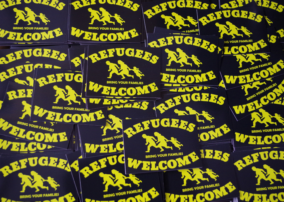 Aufkleber 100 Stück Refugees Welcome Schwarz Aufkleber Fahnen